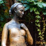 Какие памятники наделены мистическими свойствами и почему?