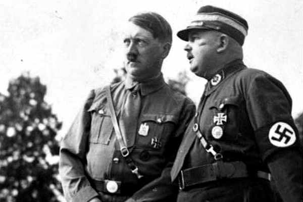 А. Гитлер и Эрнст Рём