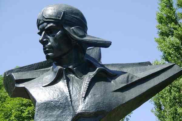 Гастелло Николай, памятник