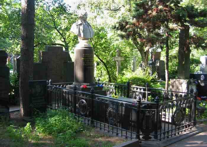 Могила Н. В. Гоголя